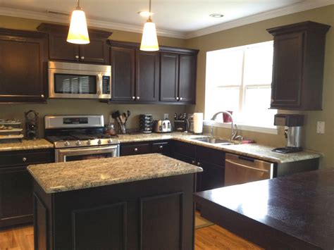 kitchen cabinets without crown molding installing kitchen cabinets