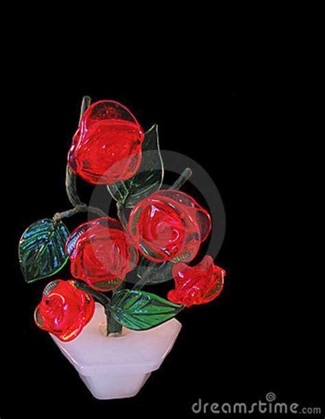 imagenes rosas de cristal rosas de cristal en un fondo negro foto de archivo libre