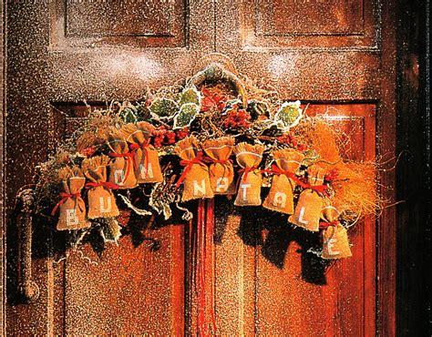 addobbi natalizi per porte addobbi natalizi un fuori porta per augurare quot buon natale