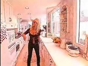 Cottage Kitchen Cabinets - pamela anderson s shabby chic beach house in malibu from mtv cribs