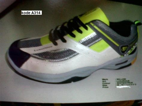 Foto Dan Sepatu Bola sepatu futsal toko perlengkapan baju kaos celana dan