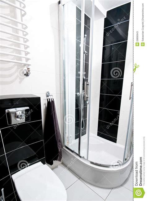 bagno piastrellato bagno in bianco e nero immagine stock immagine di chrome
