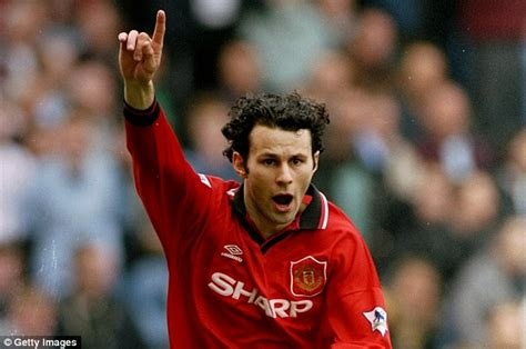 Miniatur Giggs Manchester United Soccerwe mr manchester united giggs sportsmail looks back at 29 years at trafford daily mail