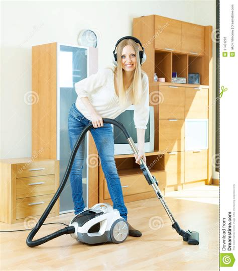 in headphones cleaning with vacuum cleaner