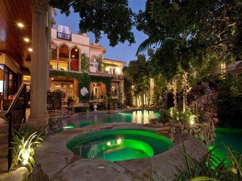 mediterranean mansion a mediterranean mansion with moorish flair 33 pics 171 twistedsifter