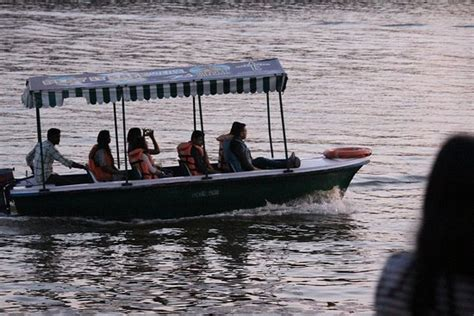 small motor boat pictures motor boat in small lake picture of big lake yercaud