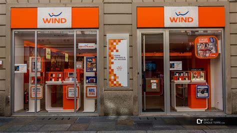 telefonia mobile operatori altre foto negozio dell operatore di telefonia mobile wind