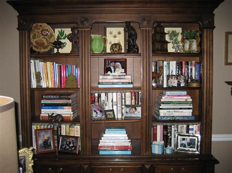 the of arranging a bookshelf more is more