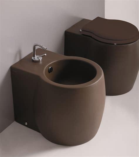 sanitari bagno colorati offerte sanitari colorati prezzi termosifoni in ghisa scheda tecnica