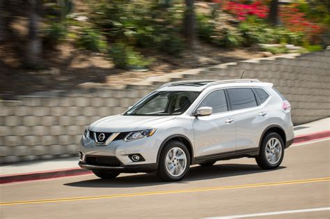 2014 Nissan Rogue Sl Awd by 2014 Nissan Rogue Sl Awd Front Three Quarter In Motion Photo 1