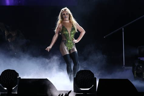 britney spears concert britney spears sang live on stage and the internet is