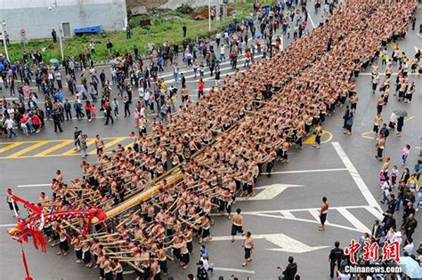 dragon boat world record china unveils world s longest wooden dragon boat china