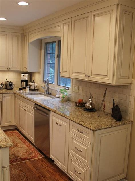 what color granite goes with cream cabinets 17 best ideas about cream colored cabinets on pinterest