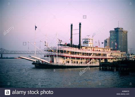 mississippi river boat cruise vacations the stern wheeler paddle steamer riverboat natchez
