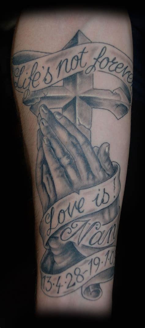 free cross tattoos praying tattoos praying cross free