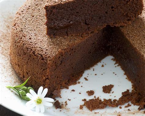 cucina con torta al cioccolato tegolini al cioccolato cucina