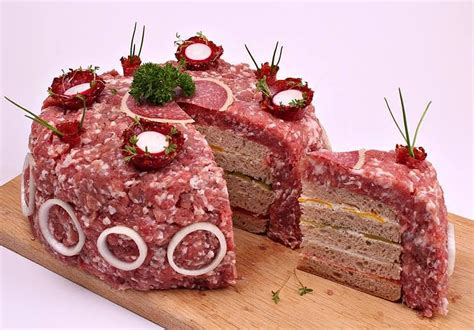 Hochzeitstorte Mett by Mett Torte 1 5 Kilogramm Schweine Mett F 252 Hren Zu Hype Im Netz
