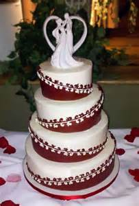 Photographers In Houston Tx Burgundy White Round Winter Wedding Cakes Photos Amp Pictures Weddingwire Com