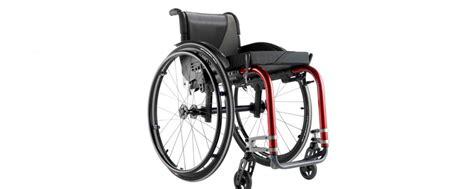 chaise roulante pliable le fauteuil roulant pliable destin 233 aux voyageurs