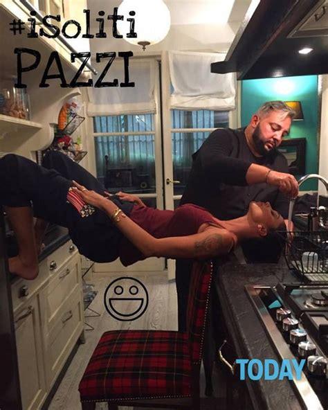 foto casa belen belen si lava i capelli nel lavandino della cucina il web
