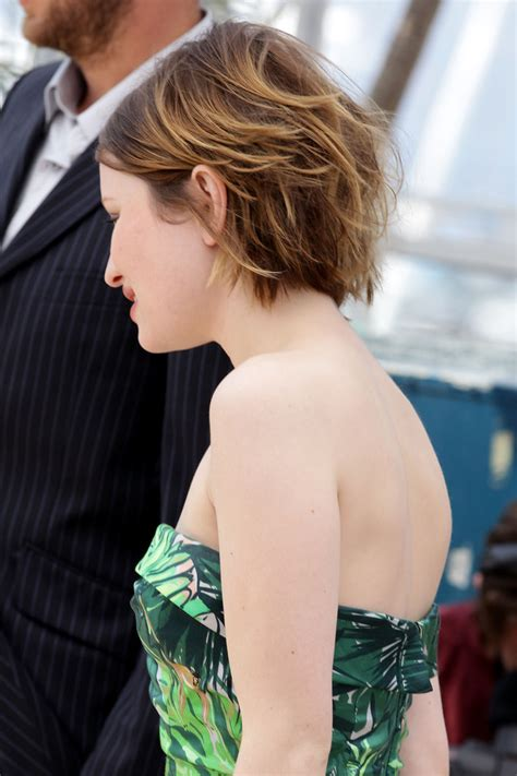 sleeping on short hair more pics of emily browning short straight cut 7 of 46