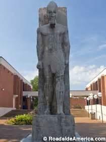 memphis, tn 25 foot tall statue of ramesses ii