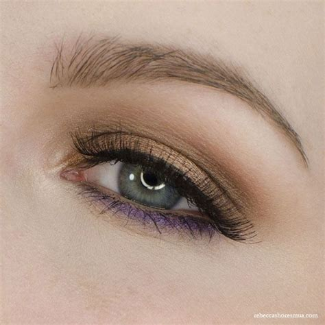 eyeshadow tutorial using too faced browns with pop of purple using too faced chocolate bar
