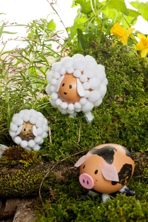 Animal Egg easter decoration with animals out of egg shells look