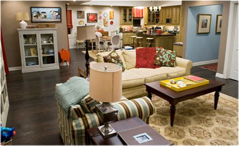 modern family living room the dunphy home from modern family coldwell banker blue matter