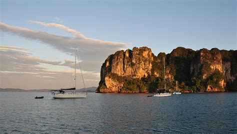 anker thailand koh dam hok bamboo island phi phi island unter segeln