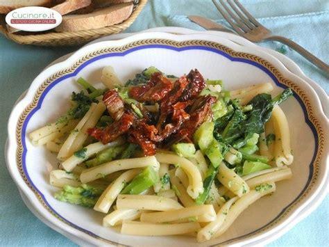 broccoli come si cucinano pasta con broccoli e pomodori secchi cucinare it