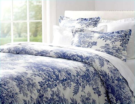 toile coverlet blue and white toile bedding 11579
