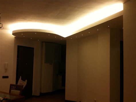 abbassamento soffitto con faretti abbassamento cartongesso soggiorno idee per il design