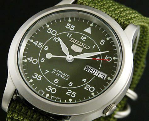 Jam Tangan Seik retro thing affordable seiko 5 automatic wristwatches