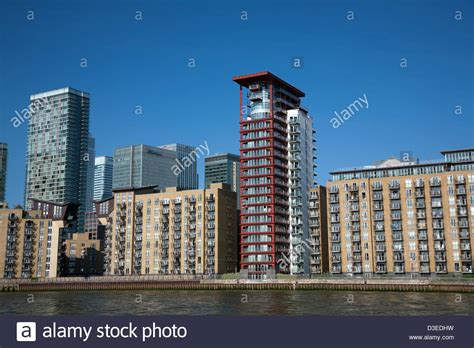 free puppies riverside isle of dogs riverside blocks with canary wharf in background stock photo royalty