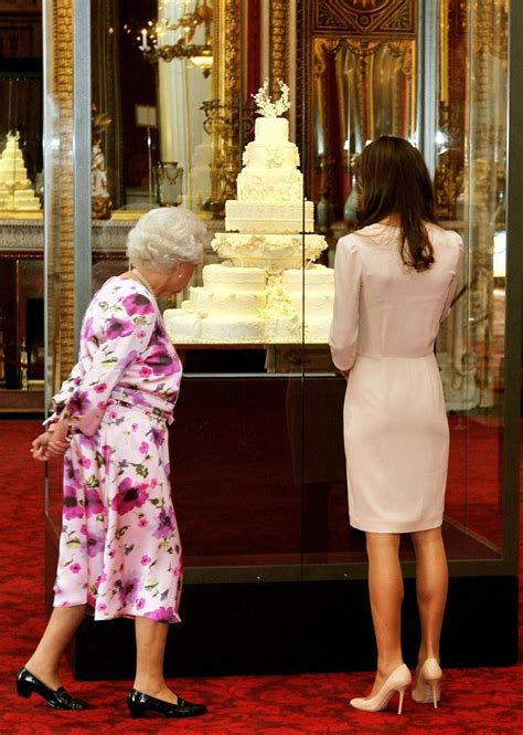 kates palace kate with queen elizabeth visit buckingham palace for wedding dress exhibition photos