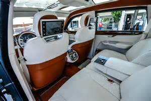 bentley suv in high definition photo luxury car
