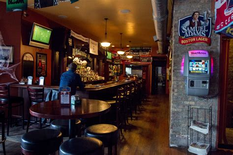 st s day chicago bars best pubs in chicago guinness whiskey and more