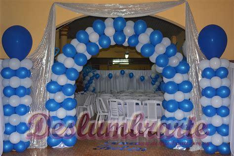 decorar con globos y telas 15 a 241 os con globos y telas azul y blanco