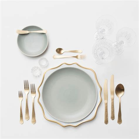 how to set a thanksgiving table how to set your thanksgiving table like a pro lonny