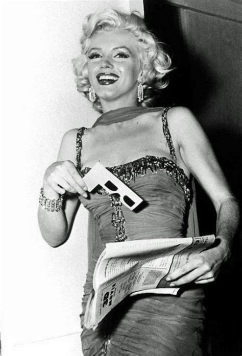 marilyn monroe reading glasses marilyn monroe s personal magazine collection