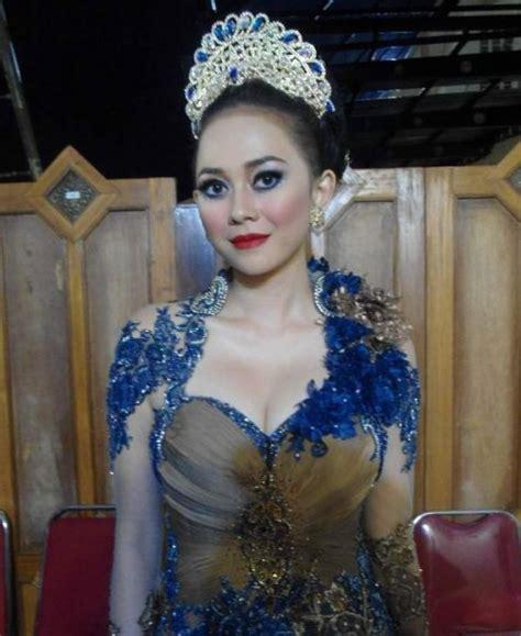 Alasan Mutasi Pegawai Karena Keinginan Sendiri by Berawal Dari Ajang Miss Indonesia 2007 Aura Kasih