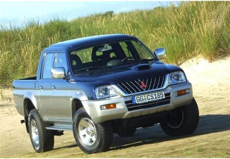 comparatif auto nissan up 2 5 di king cab 4x4 et