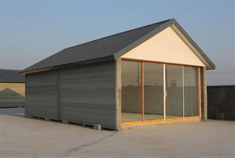 house prints chinese company 3d prints 10 recycled concrete houses in
