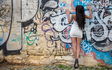 hd girl posing   graffiti wall wallpaper