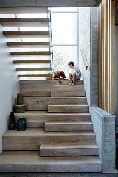 treppe eingang h 246 lzernes treppen design ein junge mit einem hund darauf