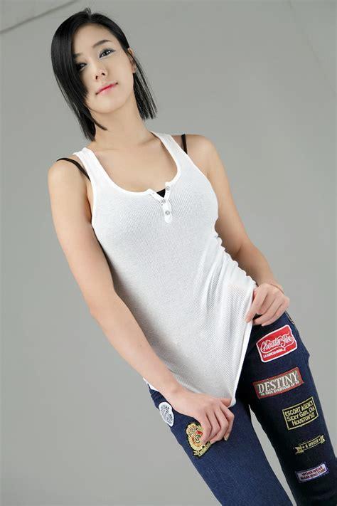 Korea White korean model ha yul in white top and