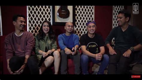 tembus 1 3 juta penonton film single raditya dika viewers video lirik ost single sementara sendiri tembus