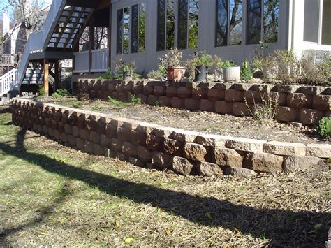 Planter Retaining Wall by Retaining Wall Planter Garden Wall