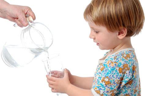 imagenes niños bebiendo agua c 243 mo tratar y prevenir el empacho en ni 241 os
